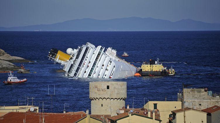 L'épave du Costa Concordia, le 25 janvier 2012. (FILIPPO MONTEFORTE / AFP)
