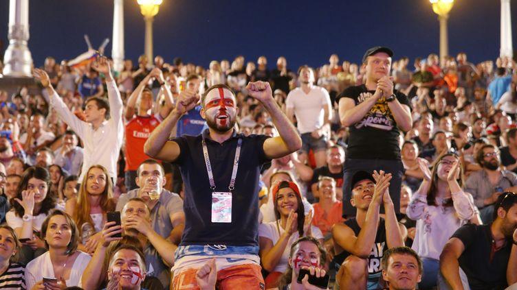 Des supporters anglais suivent la rencontre entre leur équipe et la Tunisie, le 18 juin à Volgograd (Russie). (MAXIM ZMEYEV / AFP)