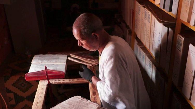 La ville de Chinguetti, en Mauritanie, abrite plusieurs dizaines de bibliothèques, riches en manuscrits anciens. (CAPTURE ECRAN FRANCE 2)