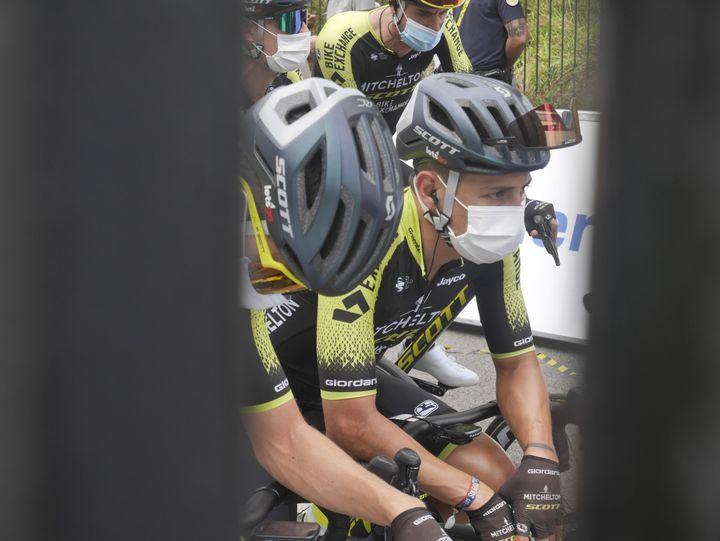 Les coureurs du Tour dans leur bulle avant le départ
