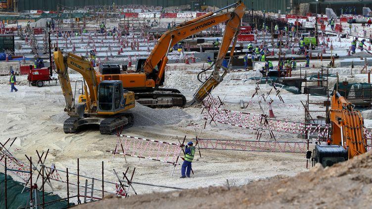 Les chantiers (ici le site d'al-Wakrah) se multiplient au Qatar. (MARWAN NAAMANI / AFP)