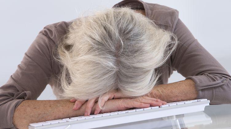 """Les députés avaient adopté un amendement disposant que """"les pathologies psychiques peuvent être reconnues comme maladies d'origine professionnelle"""" aux mêmes conditions que les autres affections. Un amendement retiré au Sénat le 24 juin 2015. (CHASSENET / BSIP / AFP)"""