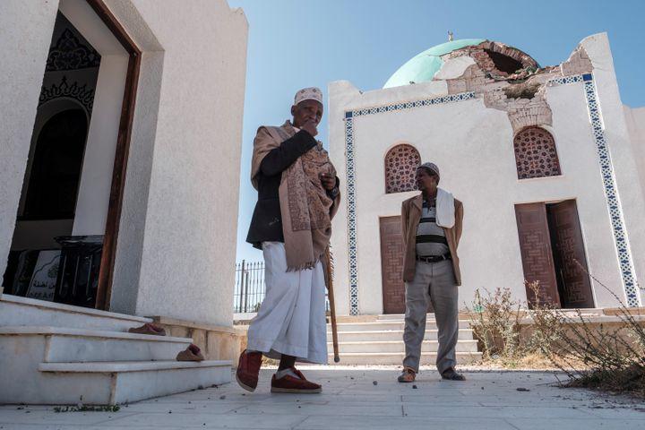 La mosquée al-Nejashi fortement dégradée par la guerre. (EDUARDO SOTERAS / AFP)