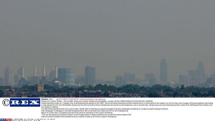 Londres sous un nuage de pollution, le 4 juillet 2006. (EDDIE MULHOLLAND / REX /REX/SIPA / EMU)