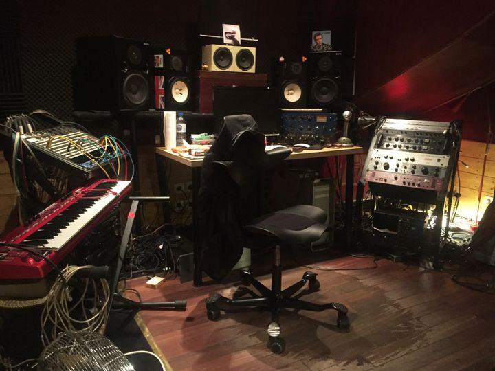 Dans le studio parisien d'Edith Fambuena où elle a réalisé l'album posthume de Bashung.  (Laure Narlian / Culturebox)