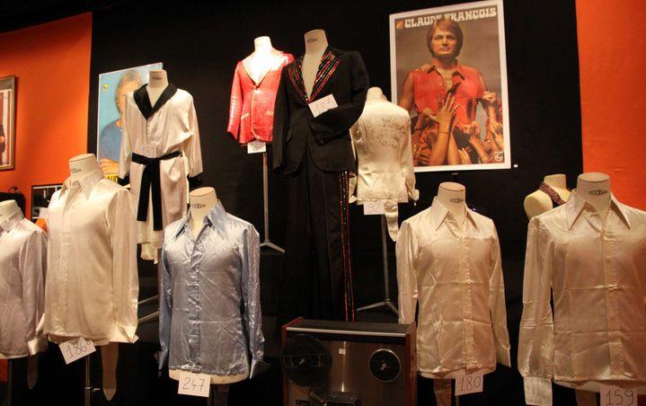 Des chemises de Claude François, vendues à Paris, à Drouot, le 25 mai 2013.  (PMG/SIPA)