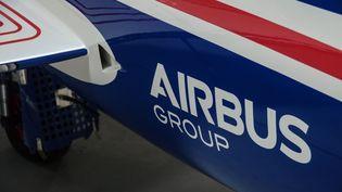Le logo Airbusexposé dans le musée dédié au groupe aéronautique, à Toulouse. Photo d'illustration. (JEAN-LUC FL?MAL / MAXPPP)