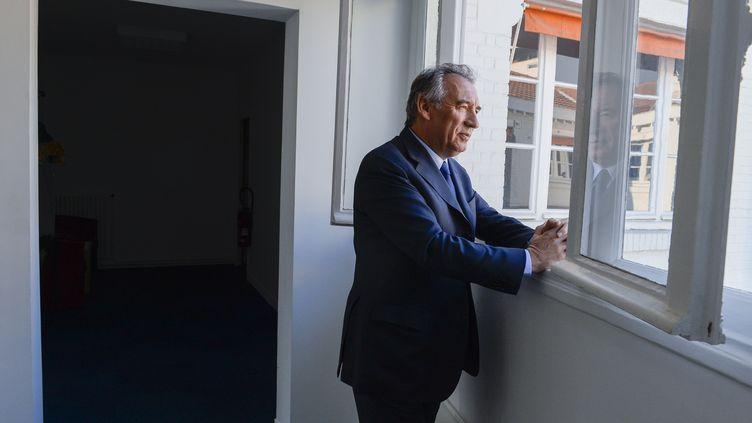 François Bayrou, président du MoDem, dans son bureau à Paris, le 19 janvier 2017. (ELODIE GREGOIRE / REA)