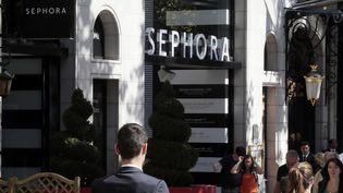 La devanture du magasin Sephora des Champs-Elysées, à Paris, le 24 septembre 2013. (JACQUES DEMARTHON / AFP)