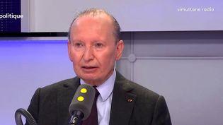 Raymond Soubie, le président des sociétés de conseil Alixio et Taddeo et ancien conseiller de Nicolas Sarkozy à l'Élysée, était l'invité de franceinfo jeudi 5 avril. (FRANCEINFO)