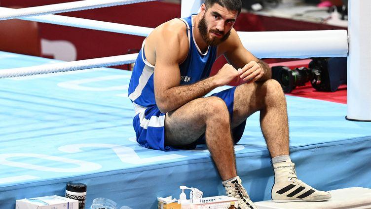 Le boxeur français Mourad Aliev après sa disqualification en quarts de finale du tournoi des Jeux olympiques de Tokyo, le 1eraoût 2021.  (RAMIL SITDIKOV / AFP)