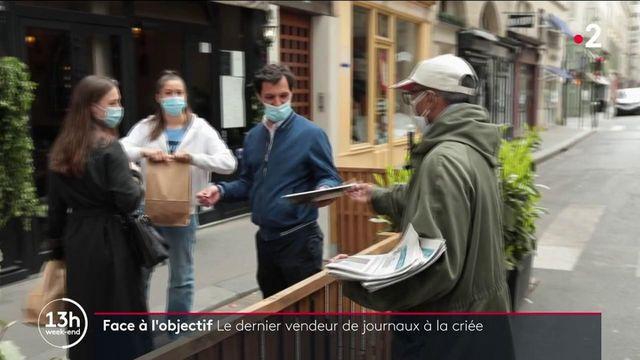 Paris : Ali, le dernier vendeur de journaux à la criée, rend son tablier