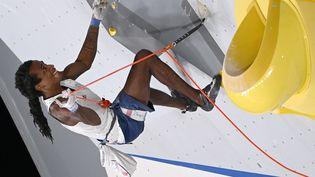 Le Français Mickael Mawem lors de la finale de l'escalade aux Jeux olympiques de Tokyo, le 5 août 2021. (MOHD RASFAN / AFP)