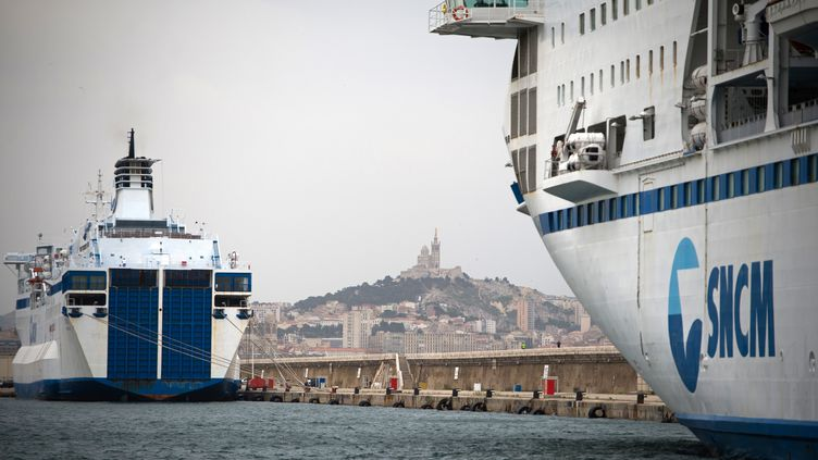Un ferry de la SNCM à quai, le 4 juillet 2014 à Marseille (Bouches-du-Rhône). (BERTRAND LANGLOIS / AFP)