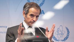 Rafael Grossi, directeur de l'Agence internationale de l'energie atomique, lors d'une conférence de presse à Vienne (Autriche), le 24 mai 2021. (ALEX HALADA / AFP)