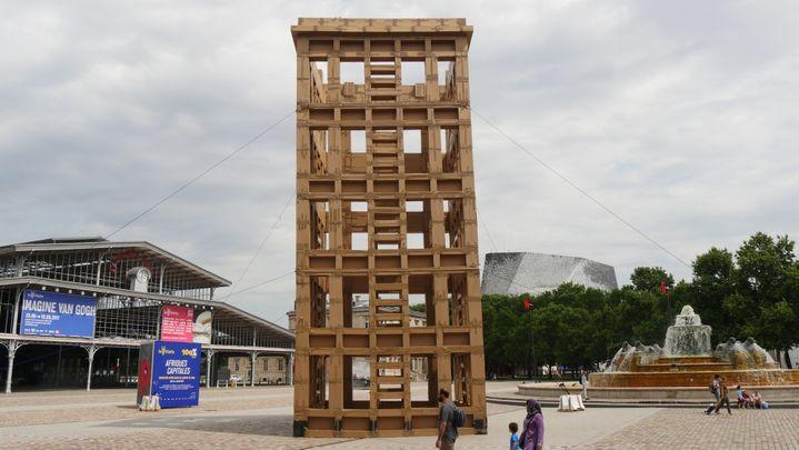 L'installation, entre la Grande Halle de la Villette, la Philharmonie et la fontaine aux lions  (Elise Koutnouyan / Culturebox)