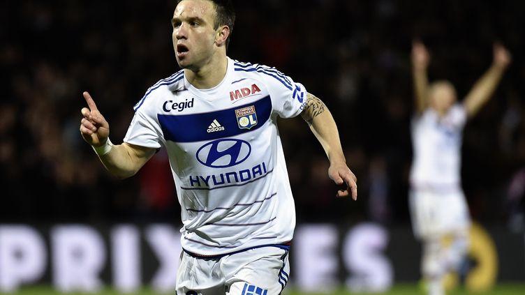 Mathieu Valbuena, le meneur de jeu de l'Olympique Lyonnais. (JEFF PACHOUD / AFP)
