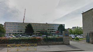 Dans un communiqué publié mardi 31 mars, le rectorat de Rennes (Ille-et-Vilaine) annonce la suspension immédiate d'un professeur d'Education physique et sportive d'un collège de l'académie. ( GOOGLE STREET VIEW / FRANCETV INFO )