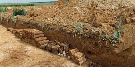 Obus non explosés de la Première guerre mondiale, découverts dans le cadre des founilles du canal Seine-Nord-Europe (Gilles Prilaux, Inrap)