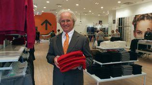 Luciano Benetton dans un de ses magasins en 1999  (WOLFGANG WEIHS / DPA)