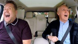 James Corden et Paul McCartney durant l'émission Carpool Karaoke à Liverpool en juin 2018.  (Late Late Night Show With James Corden)