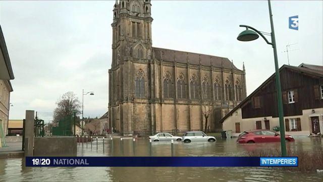 Inondations : 14 départements en alerte orange