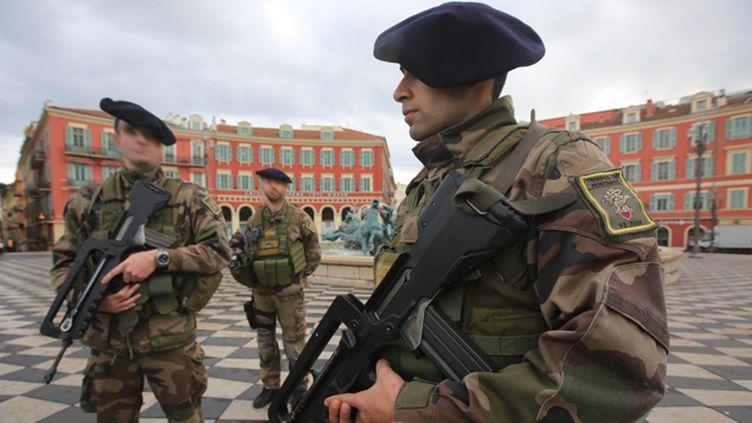 (Des militaires patrouillent place Masséna à Nice dans le cadre du plan Vigipirate (illustration) © Maxppp)