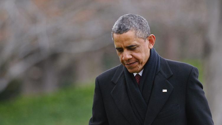 Barack Obama rentre à la Maison Blanche, à Washington (Etats-Unis), le 27 décembre 2012 en écourtant ses vacances pour s'occuper du budget américain. (MANDEL NGAN / AFP)