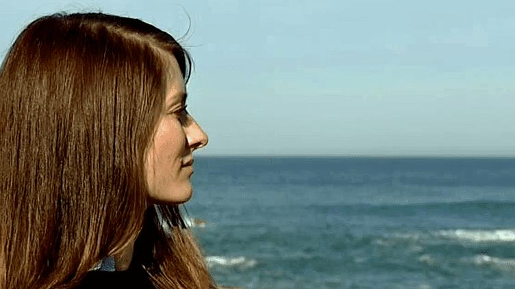 """Après la sortie de son nouveau roman """"L'homme idéal existe, il est québécois"""", la romancière Diane Ducret vient se reposer à Biarritz  (France 3 / Culturebox)"""