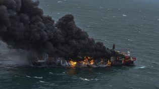 """Un incendie à bord du porte-conteneurs """"MV X-Press Pearl"""", au large du Sri Lanka, le 1er juin 2021. (EYEPRESS NEWS / AFP)"""
