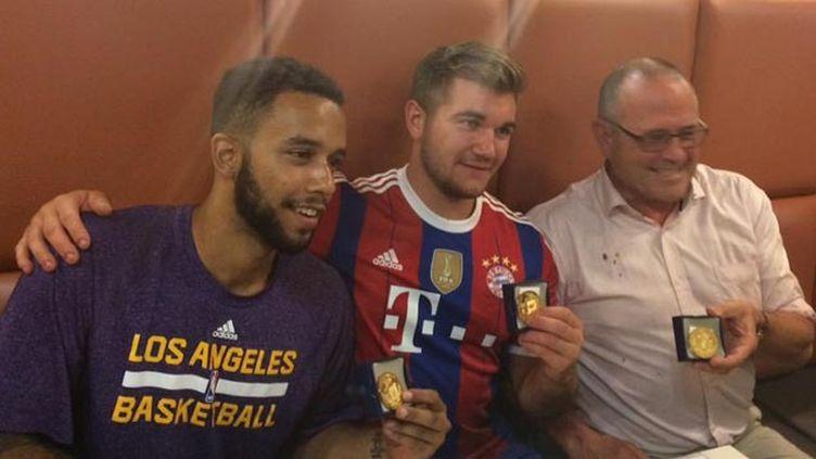 (Trois des principaux protagonistes ont reçu vendredi soir la médaille de la ville d'Arras © Ville d'Arras)