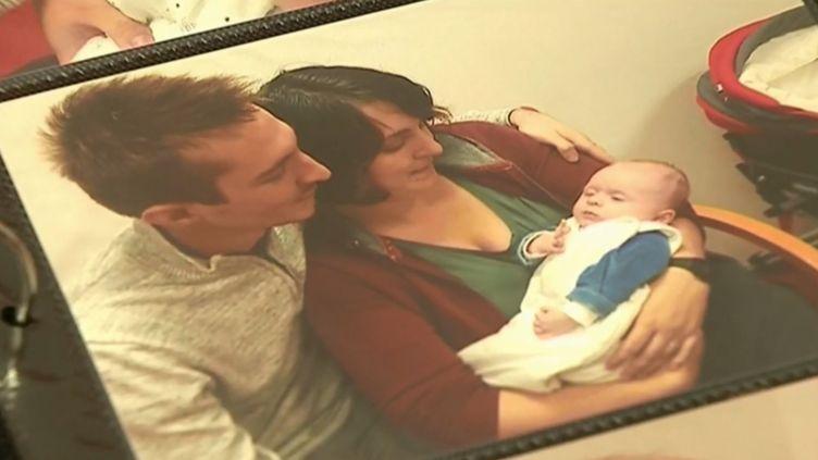 Aurélie Debec, son mari et leur enfant, atteint dy syndrome d'Ehler-Danlos. (FRANCE 3)