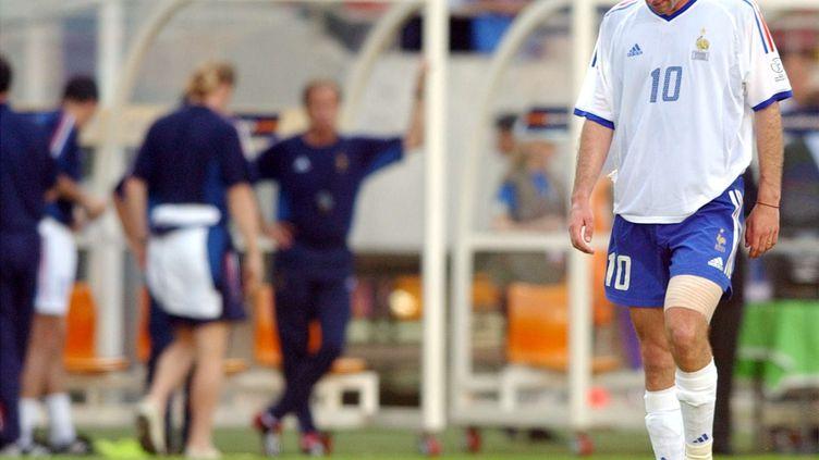 Zinédine Zidaneaprès l'élimination des Bleuslors de la Coupe du monde 2002. (VINCENT YU/AP/SIPA / AP)