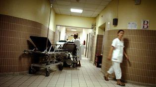 Le but du rapport de l'HCAAM est de décharger les urgences, mais la grande nouveauté est surtout de réunir sous le même toit médecins libéraux et hospitaliers. (JEFF PACHOUD / AFP)