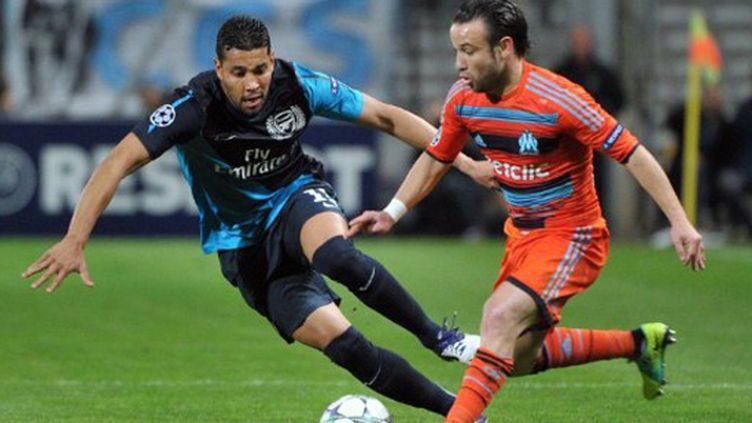 Valbuena (Marseille) à la lutte avec Santos (Arsenal)