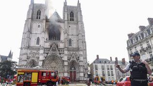 La cathédraleSaint-Pierre-et-Saint-Paulde Nantes victime d'un incendie, samedi 18 juillet 2020. (SEBASTIEN SALOM-GOMIS / AFP)