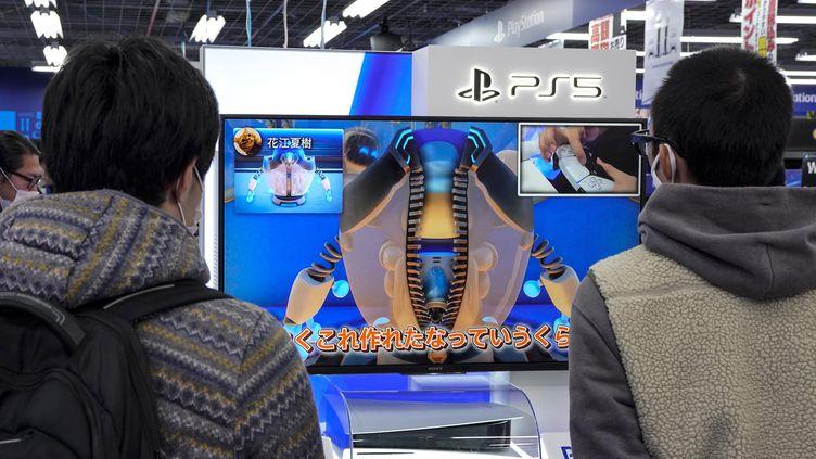 La sortie de la Playstation 5 (illustration) (KIMIMASA MAYAMA / EPA)