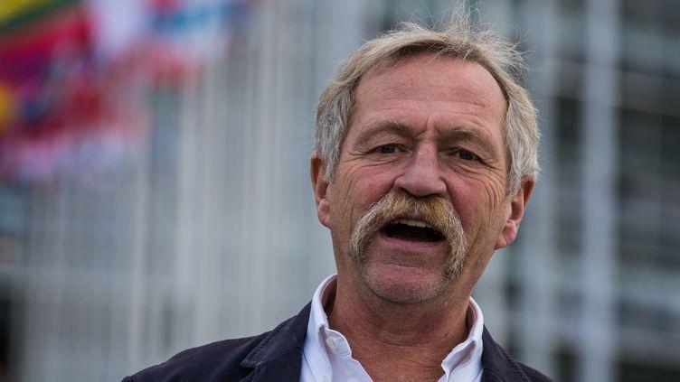 Le député écologiste José Bové devant le Parlement européen à Strasbourg (Bas-Rhin), le 7 octobre 2015. (CLAUDE  TRUONG-NGOC / CITIZENSIDE / AFP)