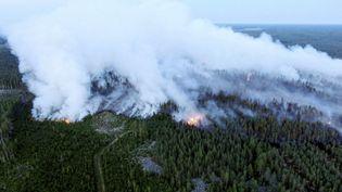Une vue aérienne d'un feu de forêt àKalajoki, en Finlande, le 26 juillet 2021. (GLENN HAGG / LEHTIKUVA / AFP)