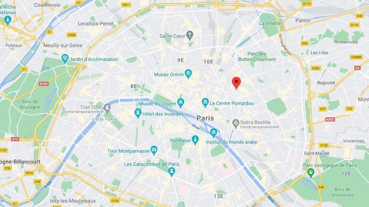 Une voiture a percuté la terrasse d'un restaurant de larue de la Pierre-Levée, dans la soirée du 16 juillet 2021. (CAPTURE ECRAN FRANCE 2)