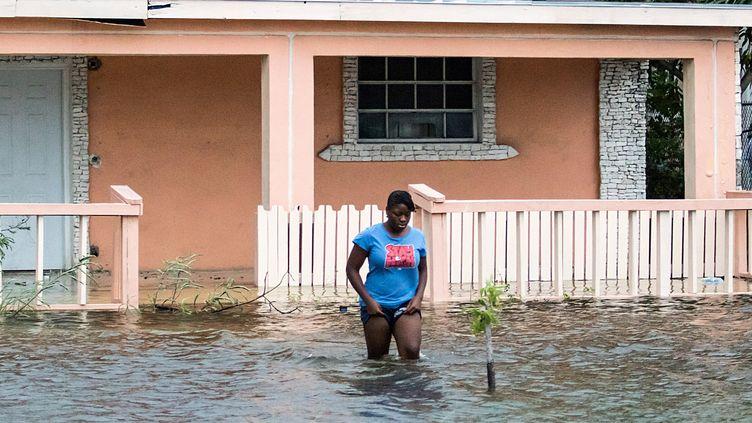Dans une rue inondée après le passage de l'ouragan Dorian, à Nassau, aux Bahamas, le 2 septembre 2019. (STRINGER / REUTERS)