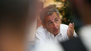 Nicolas Sarkozy répond à des journalistes, le 24 juillet 2020, àAjaccio, en Corse. (PASCAL POCHARD-CASABIANCA / AFP)