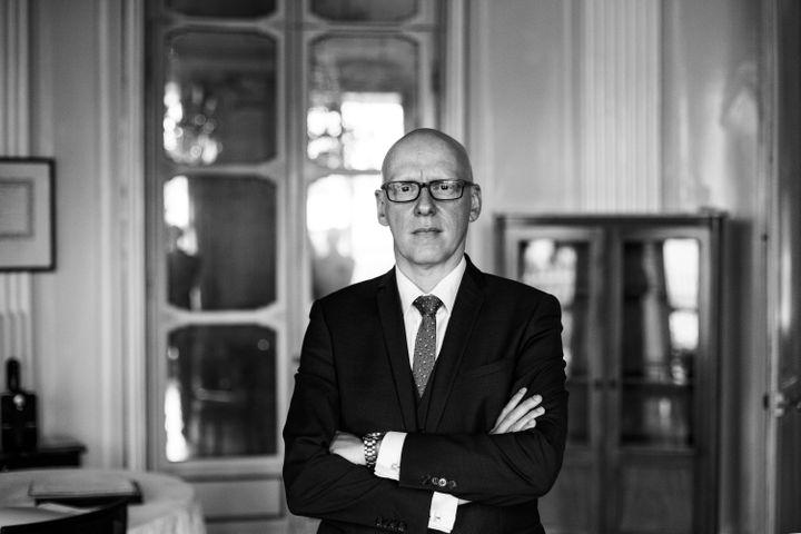 Julien Miniconi, commissaire du 10e arrondissement au moment des attents du 13-Novembre. Il est ici photographié par David Fritz-Goeppinger, un des otagesdu Bataclan (DAVID FRITZ-GOEPPINGER POUR FRANCEINFO)