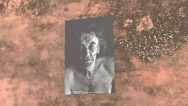 Expo photo sur les murs du village de Pujaut