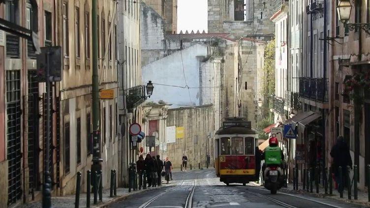 Portugal : une parenthèse de liberté pour les touristes français (France 2)
