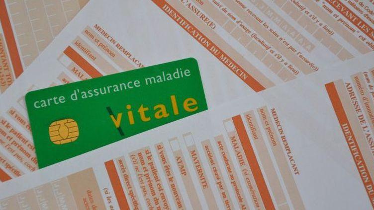 Carte vitale et feuilles de soins. (CITIZENSIDE/GERARD BOTTINO / citizenside.com)