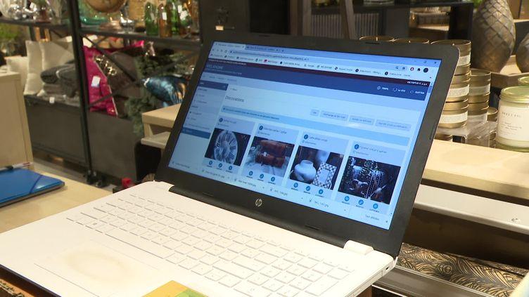 En Bretagne, des lycéens aident les commerçants à développer leur site de vente en ligne (France 3 Bretagne)