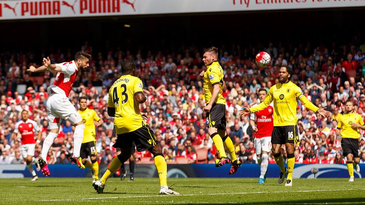 Olivier Giroud marque de la tête face à Aston Villa (BEN QUEENBOROUGH / BACKPAGE IMAGES LTD)