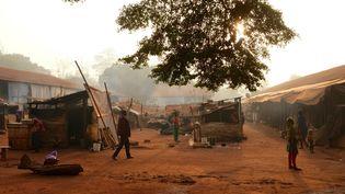 Une vue du camp improvisé dans le village de Bangassou où 2000 réfugiés ont vécu durant trois ans. (CAMILLE LAFFONT / AFP)