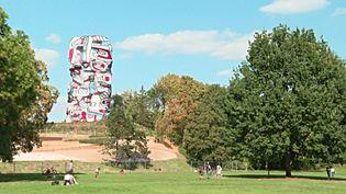 La Tour aux Figures de Jean Dubuffet sur l'île Saint-Germain à Issy-les-Moulineaux après restauration (France 3 Paris Ile de France)